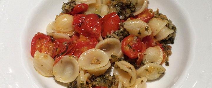 Pasta con pomodorini al forno alla barese