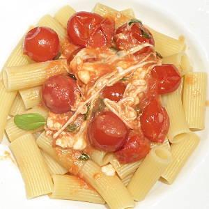 Rigatoni con salsa di pomodorini e mozzarella