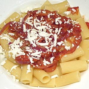 Cannaruozzi con salsa di cipolla