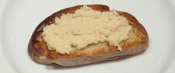 crostini alla salsa di pinoli