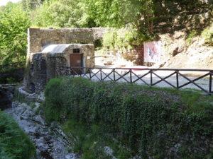 Im nahen Tal der Mühlen (Valle dei Mulini) kann man noch heute die Überreste von 15 Mühlen besichtigen. Die Mühle Porta Castello di Sopra wurde 1616 erbaut.