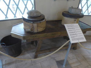 Gerätschaften zur Käseherstellung