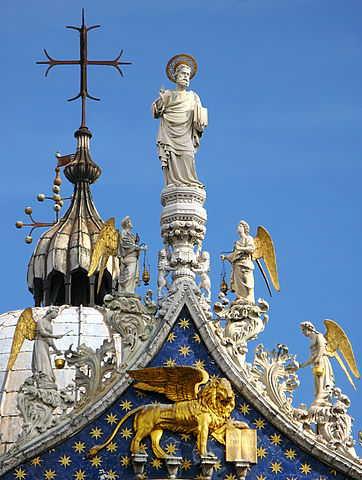 Markus-Statue auf der Basilica di San Marco, VE